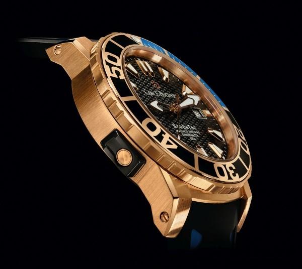 柏拉維ScubaTec 玫瑰金潛水腕錶裝配排氦閥門,防水可達500米深。