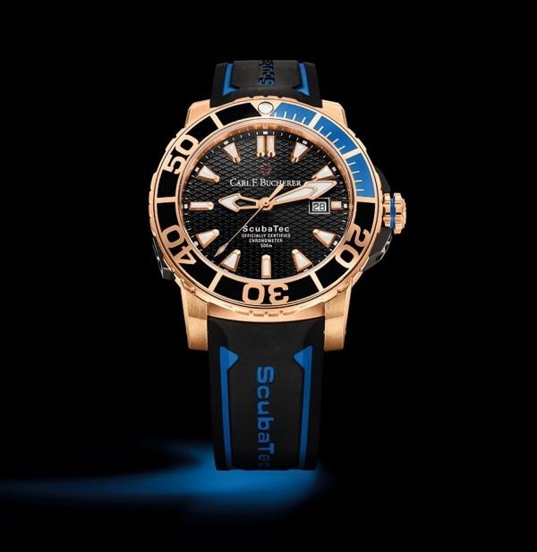 柏拉維ScubaTec潛水腕錶,18K玫瑰金錶殼,玫瑰金配藍與黑色陶瓷錶圈,錶徑44.6毫米,黑色面盤,時、分、秒、日期,自動排氦閥,CFB 1950.1自動上鍊機芯,C.O.S.C.瑞士官方天文台認證,藍寶石水晶鏡面,鈦金屬錶背有兩條魔鬼魚 (Manta) 雕刻,防水500米,橡膠錶帶。