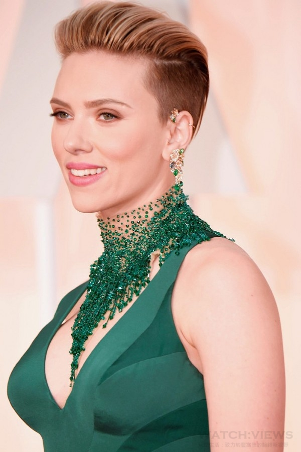 Scarlett Johansson attends the 87th Annual Academy Awards at Hollywood & Highland Center on February 22, 2015 in Hollywood, California.