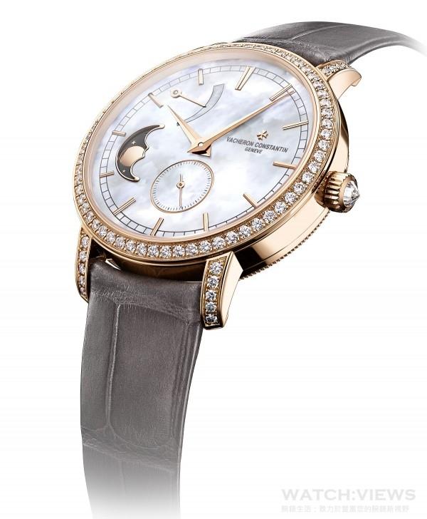 Traditionnelle月相盈虧動力儲存小型號腕錶提供粉紅金和白金兩款錶殼設計,生動詮釋了至臻純粹的美學理念。白色珍珠貝母錶盤熠熠生輝,搭配直徑36毫米的圓形錶殼,線條優雅俐落,並在錶圈、錶耳和錶冠鑲嵌了總重約1.2克拉的81顆美鑽,散發出璀璨光芒。