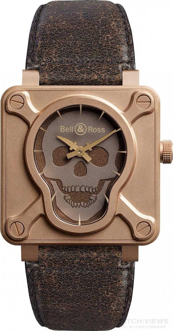 BR 01 SKULL BRONZE,青銅 CuSn8錶殼,直徑 46 毫米,螢光骷髏黑色面盤,小時和分鐘顯示,BR-CAL.302自動上鍊機芯,帶防眩目塗層的藍寶石水晶玻璃,防水100 米,復古棕色小牛皮錶帶,定價NTD228,500。