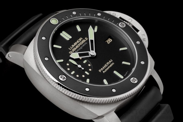Luminor Submersible 1950 Amagnetic 3 Days Automatic Titanio專業潛水錶PAM389
