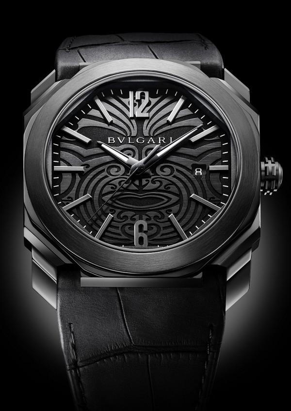 BVLGARI Octo All Blacks 100 Club特別版紀念腕錶,直徑41.5mm,精鋼錶殼,採 DLC類鑽碳鍍膜處理;黑色陶瓷錶圈;透明藍寶石水晶玻璃錶面;深灰色面盤,黑色毛利族刺青圖騰;BVLGARI Calibre BVL 193自動上鍊機械機芯,動力儲存 50 小時,手工鑲飾黑色時標,經磨砂與拋光處理;黑色多角切面指針,採 SuperLumi-Nova® 夜光塗料;旋入式錶冠經 DLC 類鑽碳鍍膜處理;防水深度 100 米,參考售價:約新台幣 265,500元。