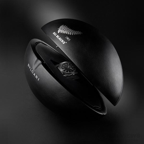 BVLGARI Octo All Blacks 100 Club特別版紀念腕錶 以橄欖球造型錶盒呈現