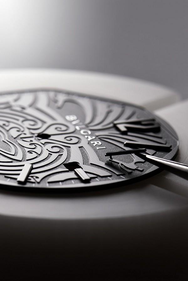 BVLGARI Octo All Blacks 100 Club特別版紀念腕錶的深灰色面盤有黑色毛利族刺青圖騰