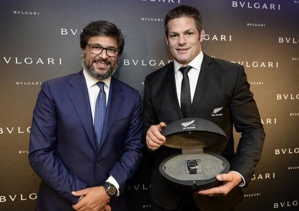 BVLGARI致贈 Octo All Blacks 100 Club特別版紀念腕錶給紐西蘭國家橄欖球隊(The All Blacks)球員