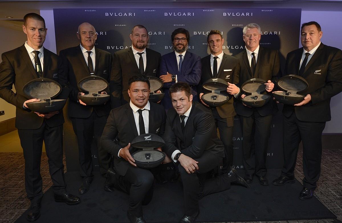 BVLGARI 獻上Octo All Blacks 100 Club特別版紀念腕錶,為紐西蘭國家橄欖球隊The All Blacks「100」Club 球員喝采