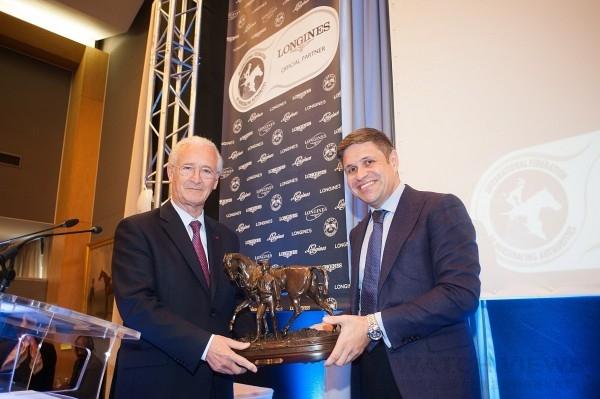 (左起)國際賽馬聯盟(IFHA)主席Louis Romanet與浪琴表副總裁暨全球行銷總監Juan-Carlos Capelli於第49屆IFHA國際年會中合影。