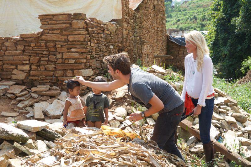 寶格麗拯救尼泊爾兒童 影帝、公主搶伸援手