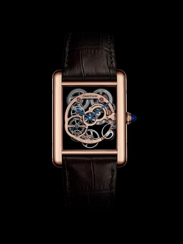 Tank Louis Cartier 藍寶石水晶鏤空腕錶,18K 玫瑰金錶殼,錶徑30×39.2 毫米,時分、小秒針,9622MC手上鍊機芯,藍寶石水晶鏤空設計,動力儲能3日, 藍寶石水晶鏡面及錶背,防水30 米,鱷魚皮錶帶。