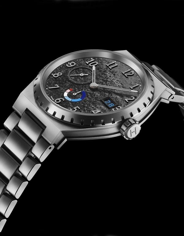Autark K1腕錶,鈦金屬錶殼,錶徑39毫米,時、分、小秒針、大日期、動力儲能顯示,K1自製自動上鍊機芯,動力儲能56小時,藍寶石水晶玻璃鏡面及後底蓋,防水100米,鈦金屬鍊帶。