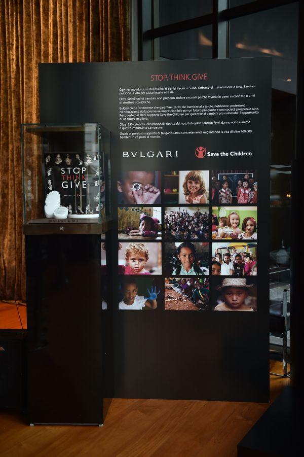 寶格麗多次號召慈善義賣募款活動,傾力贊助拯救兒童基金會。