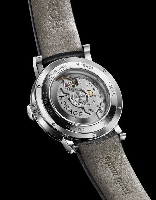 Omnium K1腕錶搭載Horage與Accurat Swiss共同開發的K1自動上鍊機芯,機芯自動盤上同樣裝飾有標誌性的品牌LOGO。