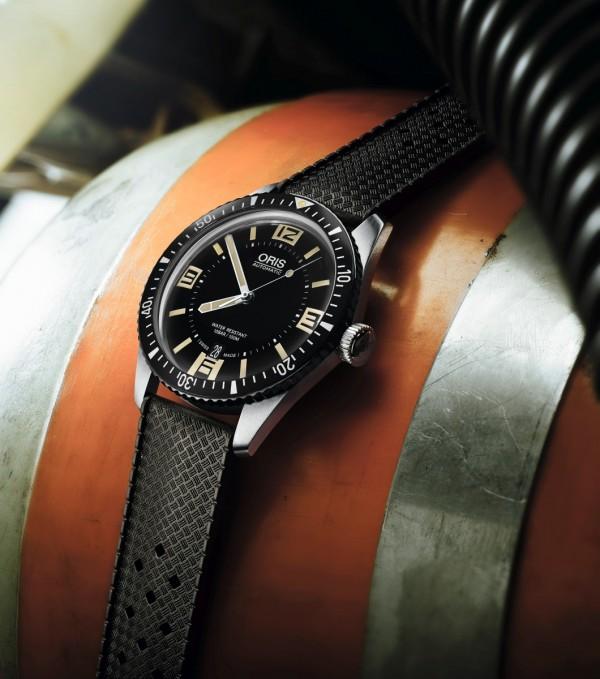 Oris Divers Sixty-Five復刻潛水錶的外觀比照1960年代潛水錶的復古外觀,但由裡到外則採用21世紀現代化的製錶工藝打造。