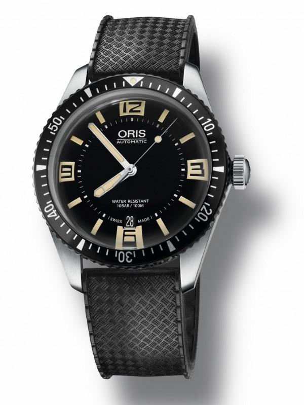 Divers Sixty-Five潛水錶,不鏽鋼錶殼、鋁合金錶圈,錶徑40毫米,時、分、秒針、日期顯示、單向旋轉錶圈、夜光顯示,Oris733自動上鍊機芯,藍寶石水晶鏡面,橡膠錶帶或NATO織帶,防水100米。