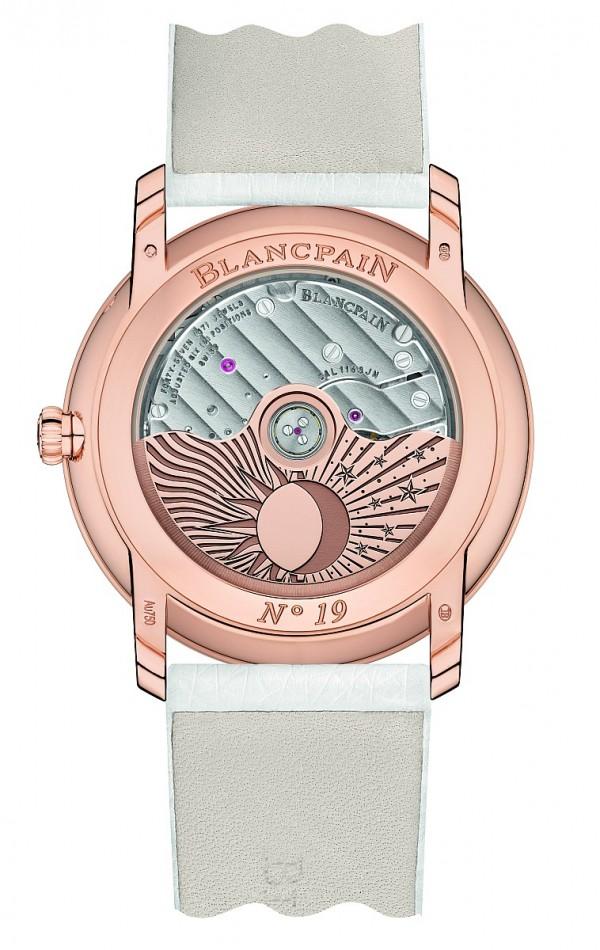 寶鉑Woman系列Jour Nuit日夜顯示雙逆跳女錶所搭載的cal.1150自動上鍊機芯,其控制晝夜的齒輪組具有安全機制,在一天中任何時間都可設定。時間及晝夜盤的設定是獨立分開的,時跟分由錶冠設定,透過操控桿能夠停止手錶時間的運行。