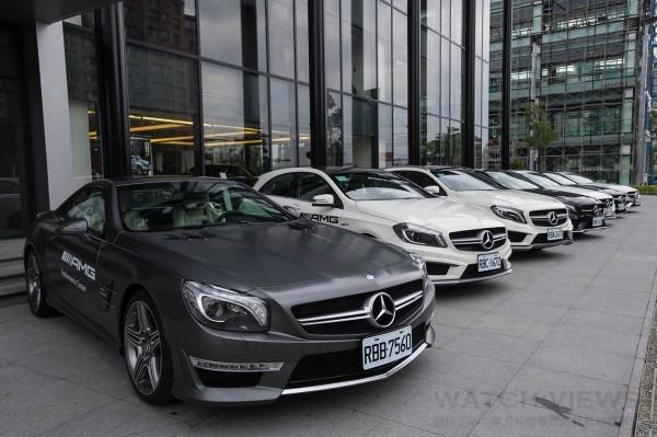 ‧在主品牌 Mercedes-Benz近年來透過產品線擴充及通路據點提升的強勢基礎下,台灣賓士正式宣布其性能子品牌Mercedes-AMG的未來藍圖,不僅是推新經典高性能V8車型及深受性能車迷喜愛的L4小車車型,透過全新V6級距產品,未來1~2年間Mercedes-AMG產品陣容將從2012年時期12款車型陸續增加至25款。