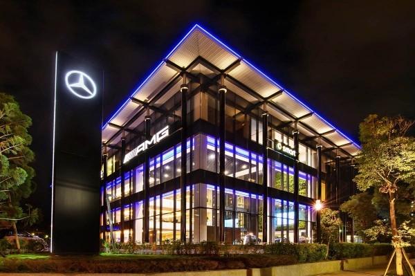 座落於中華賓士關渡展示中心的首發 AMG Performance Center,即日起正式投入營運。