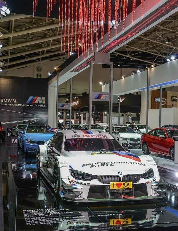 BMW總代理汎德公司於「2016世界新車大展」特別展出贏得2015年德國房車賽(DTM)車廠總冠軍之BMW M4 DTM