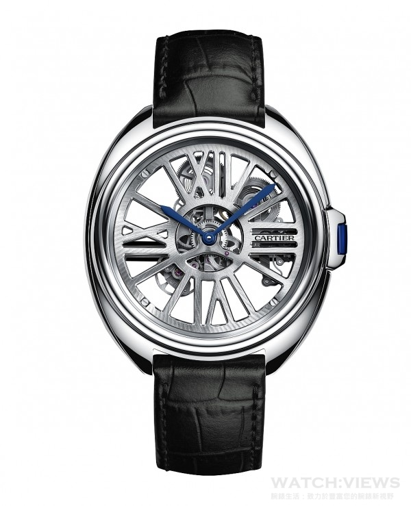 Clé de Cartier自動上鏈鏤空腕錶,950鈀金錶殼,直徑41毫米,鑰匙形錶冠鑲嵌一顆藍寶石,時分顯示,9621 MC型自動上鍊鏤空機芯,防水30米,藍寶石水晶鏡面及錶背,黑色鱷魚皮錶帶,18K白金可調校式摺疊錶扣。