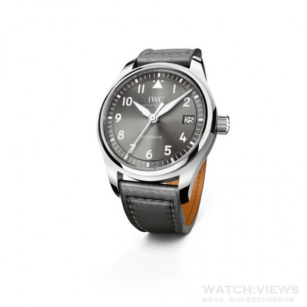 飛行員自動腕錶36(型號3240)錶殼直徑3 6 毫米, 是飛行員腕錶隊列中的最小錶款。
