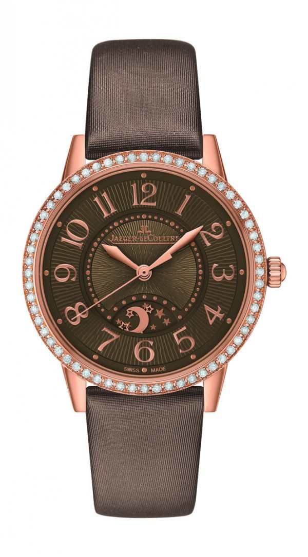 Rendez-Vous Night & Day約會系列日夜顯示腕錶,18K玫瑰金錶殼,錶圈鑲嵌60顆、0.69克拉美鑽,錶徑34 毫米,時、分、秒、晝夜顯示,積家898A 型自動上鍊機芯,儲能40 小時,藍寶石水晶鏡面,絲緞錶帶,防水50 米。