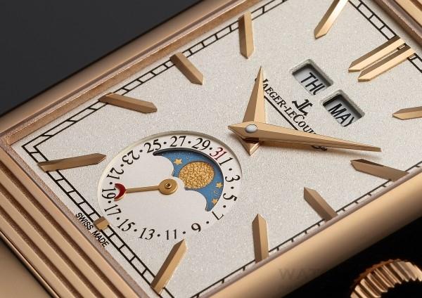 Reverso Tribute翻轉系列腕錶配備多項複雜功能與革新技術,加上尺寸比例得宜的錶殼、粒紋裝飾的彩色錶盤、太子妃式指針、手工鑲貼時標,還有精緻細膩的太陽放射狀飾紋錶框,令腕錶更見與別不同、獨樹一幟。