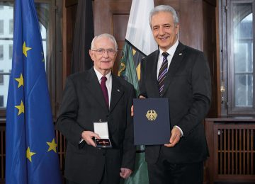 朗格創辦人Walter Lange獲頒榮譽勳章 表彰他無比的勇氣與決心