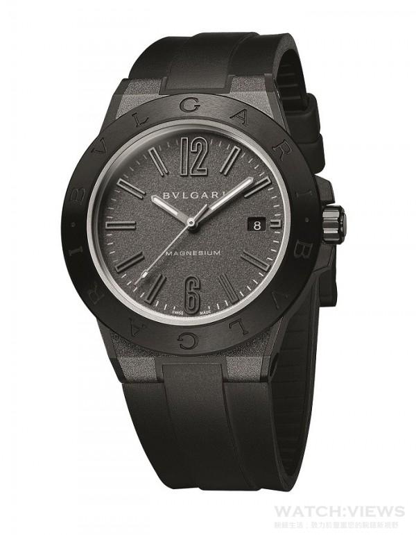 寶格麗Diagono Magnesium自動腕錶(煤灰款),建議售價NTD141,600。