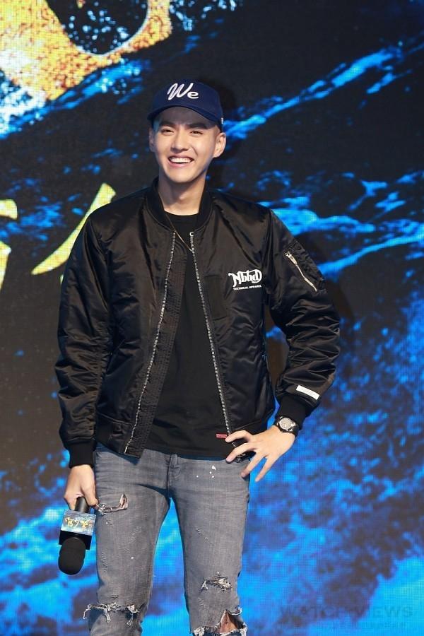 中國人氣偶像吳亦凡配戴BVLGARI Diagono Magnesium自動腕錶現身周星馳新片《美人魚》記者會