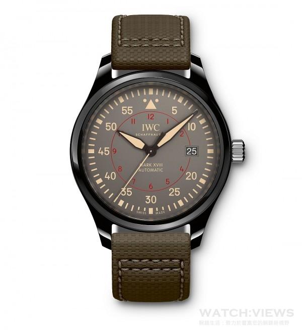 馬克十八飛行員系列TOP GUN海軍空戰部隊 MIRAMAR腕錶,陶瓷錶殼,錶徑41毫米,煙灰色面盤,時、分、中心大秒針、日期顯示, 30110自動上鍊機芯,振頻每小時28,800次/4赫茲,動力儲備 42小時,雙面防反光凸狀藍寶石玻璃錶鏡,軟鐵內殼保護機芯免受磁場效應影響,特殊鐫刻錶底,防水60米,綠色(壓紋)小牛皮錶帶。