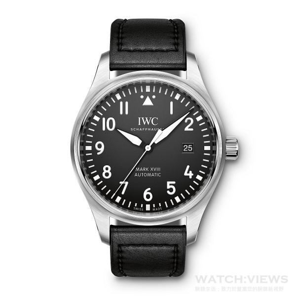Mark XVII飛行錶,不鏽鋼錶殼,錶徑40毫米,時、分、中心大秒針、日期顯示, 30110自動上鍊機芯,振頻每小時28,800次/4赫茲,動力儲備 42小時,雙面防反光凸狀藍寶石玻璃錶鏡,軟鐵內殼保護機芯免受磁場效應影響,特殊鐫刻錶底,防水60米,黑色Santoni小牛皮錶帶。