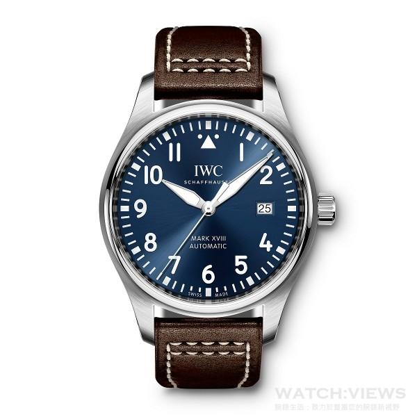 馬克十八飛行員腕錶「小王子」特別版,型號 IW327004,不鏽鋼錶殼,錶徑40毫米,藍色錶盤,時、分、中心大秒針、日期顯示, 30110自動上鍊機芯,振頻每小時28,800次/4赫茲,動力儲備 42小時,雙面防反光凸狀藍寶石玻璃錶鏡,軟鐵內殼保護機芯免受磁場效應影響,特殊鐫刻錶底,防水60米,棕色Santoni小牛皮錶帶。
