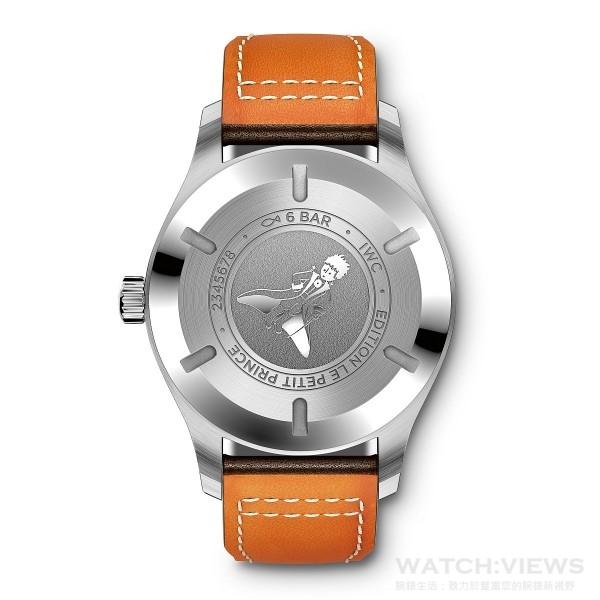 馬克十八飛行員腕錶「小王子」特別版的錶底飾有「EDITION LE PETIT PRINCE」鐫刻,以及安東尼·聖艾修伯里於1940年代所繪製的身穿大衣、攜帶佩劍的小王子的形象。