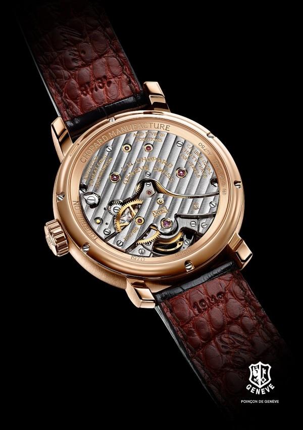 蕭邦 L.U.C 1963 Tourbillon腕錶搭載手動上鏈L.U.C 02.19-L1機芯,動力儲存216小時,採用Quattro®四發條盒專利技術,鍍銠黃銅底板和錶橋鍍金蝕刻,日內瓦波紋裝飾,COSC天文台認證,日內瓦印記。