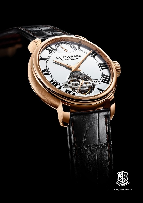 L.U.C 1963 Tourbillon陀飛輪腕錶的錶盤採用傳統的大明火琺瑯材質,錶面晶瑩亮白、光暈流轉,散發天然光澤,引人矚目。