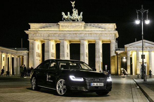 Audi首度以搭載無人自動駕駛科技的A8 L W12踏上柏林影展開幕式。(奧迪提供)