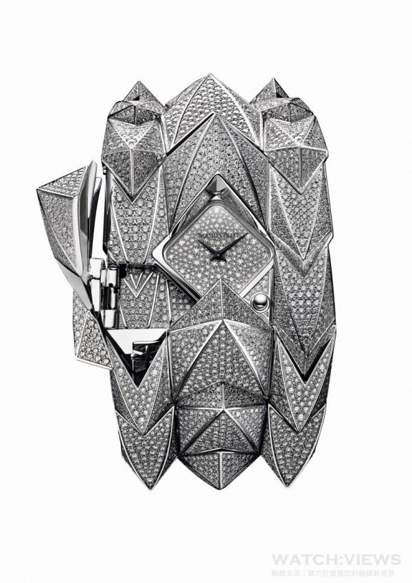 Diamond Fury 腕錶,18K 白金錶殼及錶帶,共鑲嵌4,635 顆、重25.6 克拉圓形切割美鑽,防炫光處理藍寶石水晶玻璃鏡面,18K 白金錶面鋪鑲206 顆、重0.54 克拉圓形切割美鑽,2601石英機芯( 圖示為盔甲打開呈現錶面)。