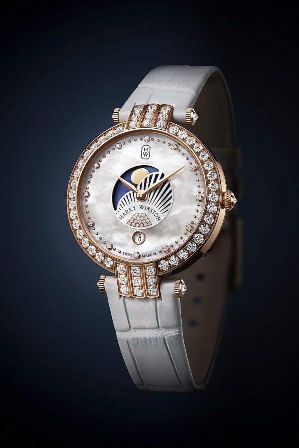 海瑞溫斯頓卓時Premier系列36毫米月相功能仕女腕錶備有藍色月相顯示盤,金色月亮顯得格外詩情畫意。