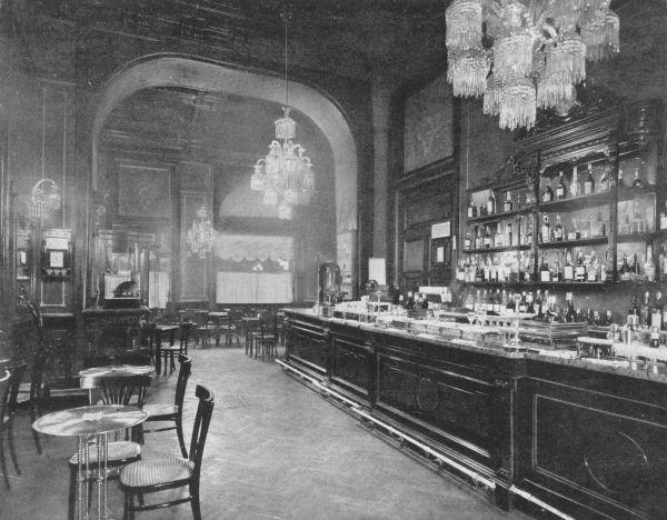 COVA米蘭總店,百年前即是文人雅士、貴族富紳經常聚集之地。