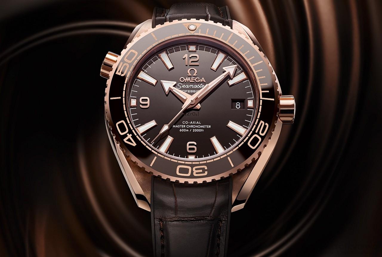 【2016 Pre-Basel報導】Sedna金與深巧克力色陶瓷女仕腕錶:Omega Planet Ocean 600大師天文台腕錶