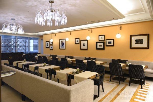 義大利知名甜點咖啡館COVA,在台灣的第一家店落腳在台北微風信義,原裝展現義式頂級時尚裝潢風格。