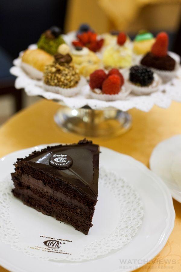 沙夏(Sacher Torte)是COVA歷史最悠久的蛋糕之一,口感濃郁層次豐厚。