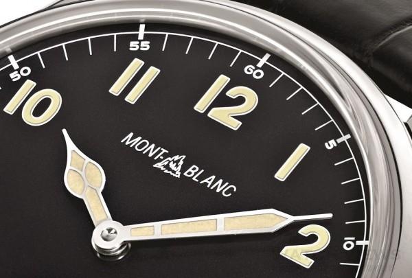 面盤上方的logo採用萬寶龍1930年代所使用的商標樣式,與這款以1930年代飛行錶為藍本設計的錶款完美連結。