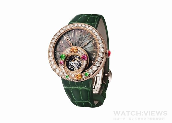 BVLGARI BERRIES 甜莓果時針逆跳陀飛輪腕錶,18K玫瑰金錶殼,錶徑40毫米,錶圈鑲鑽,寶格麗BVL 313自動上鍊機械機芯,陀飛輪裝置與 240 度逆跳時針功能,參考售價 :約新台幣4,900,000元 (限量30只)。