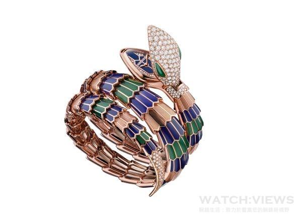 BVLGARI SERPENTI系列頂級珠寶腕錶,18K黃金錶殼,18K黃金錶環鑲飾藍色與綠色琺瑯,石英機芯,參考售價:約新台幣6,684,000元。
