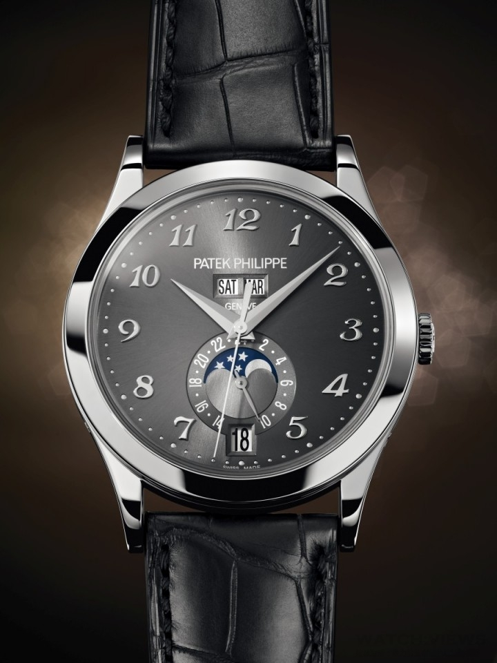 百達翡麗編號5396G年曆腕錶,18K白金錶殼,錶徑38.5毫米,電鍍灰色放射狀黃銅錶面,時、分、秒、24小時制顯示、星期、月份、日期、月相,324 S QA LU 24H自動上鍊機械機芯,百達翡麗印記,動力儲備至少35小時、最多45小時,藍寶石玻璃鏡面及後底蓋,防水30米,啞光黑色鱷魚皮錶帶,18K白金Calatrava摺疊扣。