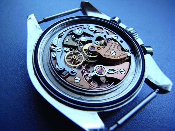 Omega的861是321的簡化版本,最大的差異在於計時組件以推桿式的凸輪取代柱狀輪,是當年登月的機芯,值得收藏。