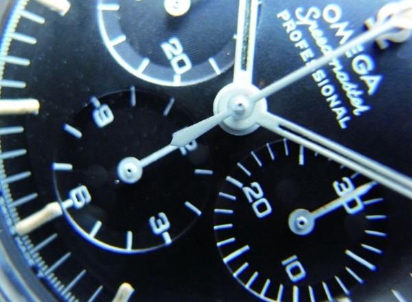 早期搭載321的Speedmaster,計時大秒針的尾端為尖形,與861的平形不同。