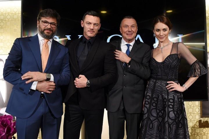 (左起)BVLGARI 總裁Jean-Christophe Babin、知名女星Olga Kurylenko與知名男星Luke Evans佩戴寶格麗腕錶出席BVLGARI BASEL 2016 全球記者會。